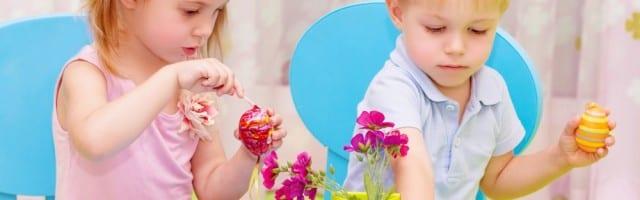 photodune-4604051-children-paint-easter-eggs-m2